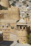Sikt av staden av Jaisalmer till fästningväggen som fotograferas i November 2009 i Indien Arkivbild