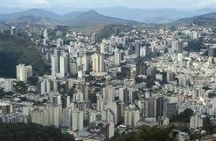 Sikt av staden av Juiz de för a, Minas Gerais, Brasilien Royaltyfri Fotografi