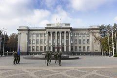 Sikt av staden av Krasnodar Byggnader och arkitekturdetalj Royaltyfri Foto