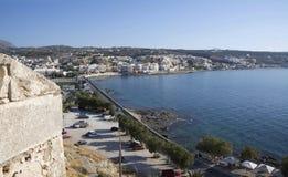 Sikt av staden av Rethymno från Fortezzs fästning Royaltyfria Bilder