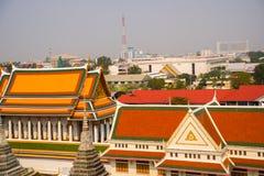 Sikt av staden från över Flod, hus och tempel Sikt från fågelns flyg Bangkok thailand Royaltyfria Foton