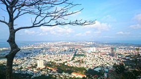 Sikt av staden i Vietnam royaltyfria foton