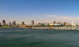 Sikt av staden av LA från vatten arkivfoton