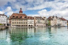 Sikt av staden Lucerne från sjösidan europeiskt gammalt för stad Arkivfoto