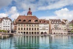 Sikt av staden Lucerne från sjösidan europeiskt gammalt för stad Royaltyfria Bilder