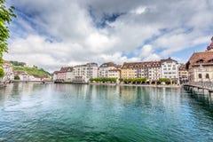 Sikt av staden Lucerne från sjösidan europeiskt gammalt för stad Arkivbilder