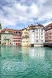 Sikt av staden Lucerne från sjösidan europeiskt gammalt för stad Royaltyfri Foto