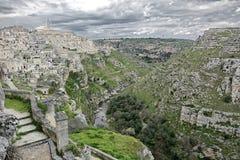 Sikt av staden av matera och klyftan från `-sassi`en, royaltyfria bilder