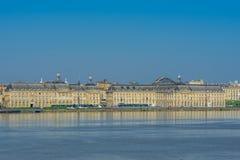 Sikt av staden och floden Garonne, Bordeaux, Frankrike Kopiera utrymme för text arkivfoto