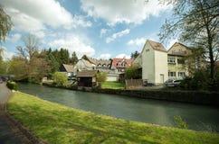 Sikt av staden och floden Tyskland Osterburken Arkivbilder