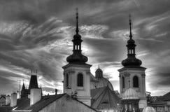 Sikt av staden och himlen på skymning i Prague Royaltyfria Foton