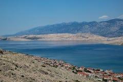 Sikt av staden av Pag, Kroatien arkivbild
