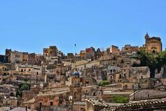 Sikt av staden av Ragusa i Italien royaltyfri fotografi
