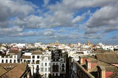 Sikt av staden av Seville, huvudstad av Andalusia royaltyfri foto