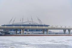 Sikt av stadionzenitarenan och västra snabb diameter i vinter okhtinsky petersburg russia för bro saint arkivbild