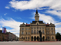 Sikt av stadshuset av den Novi Sad staden, Serbien Royaltyfria Bilder