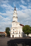 Sikt av stadshuset i gammal stad Kaunas Litauen Royaltyfria Bilder