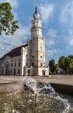 Sikt av stadshuset i gammal stad Kaunas Litauen Fotografering för Bildbyråer
