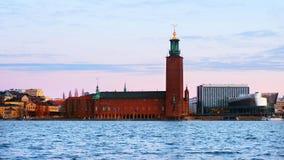 Sikt av stadshuset i Stockholm, Sverige under morgonen lager videofilmer