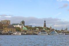 Sikt av Sten Pauli Piers, en av viktig turist- attr för Hamburg ` s royaltyfria foton