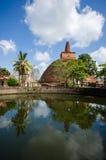 Sikt av stora Stupa Abhayagirien Dagaba i Sri Lanka Royaltyfria Foton
