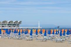 Sikt av stranden av Lignano Sabbiadoro - Italien 9th Juni 2017 Arkivfoto