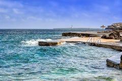 Sikt av stranden i Menorca, Balearic Island, Spanien Royaltyfri Fotografi