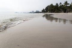 Sikt av stranden med perspektiv i den Huahin stranden, Thailand Royaltyfria Foton