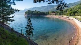 Sikt av stranden Milocher och det klara havet Fotografering för Bildbyråer