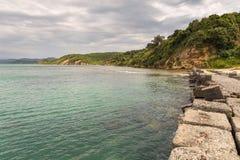 Sikt av stranden på den Rodonit halvön, Albanien arkivbilder