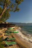 Sikt av stranden på kusten, närliggande Wlora, Albanien arkivbilder