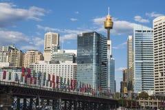 Sikt av Sydney CBD skyscrappers från Darling Harbour i Sydney royaltyfria bilder