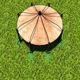 Sikt av tältet från avlägset med grönt gräs Arkivfoton
