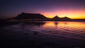 Sikt av tabellberget, Cape Town, Sydafrika under solnedgång Fotografering för Bildbyråer