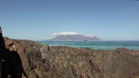 Sikt av tabellberget från Bloubergstrand, Cape Town, Sydafrika lager videofilmer