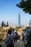 Sikt av Taipei 101 från elefanten Mt Arkivfoto