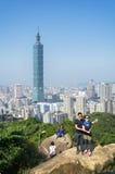 Sikt av Taipei 101 från elefanten Mt Royaltyfria Bilder