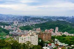 Sikt av Taipei med naturen Royaltyfri Fotografi
