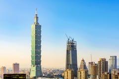 Sikt av Taipei 101 och Taipei horisont Arkivbild