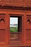 Sikt av Taji Mahal från det Agra fortet Royaltyfri Bild