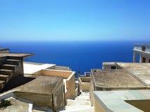 Sikt av taköverkanten, Karpathos ö, Grekland fotografering för bildbyråer