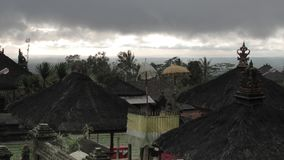 Sikt av taken av lokalhus i Bali Andreev arkivfilmer