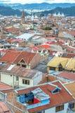 Sikt av taken och staden av Cuenca, Ecuador Arkivbilder
