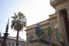 Sikt av Teatro Massimo arkivbild