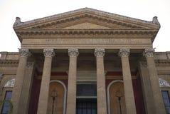 Sikt av Teatro Massimo royaltyfri fotografi