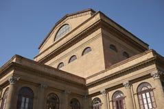 Sikt av Teatro Massimo royaltyfri foto