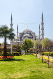 Sikt av templet av Hagia Sophia från parkera Arkivfoto