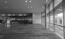 Sikt av terminal 1 på den Changi flygplatsen i Singapore Royaltyfri Bild