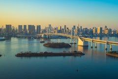 Sikt av Tokyo stadshorisont i Odaiba-Tokyo, Japan Royaltyfria Bilder