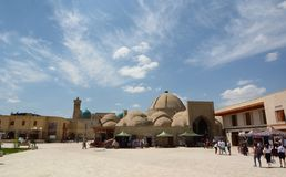 Sikt av Toqi Zargaron, juvelerarebasaren byggda uzbekistan royaltyfri fotografi